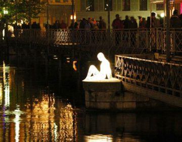 Illuminated Wire Sculptures Take Flight