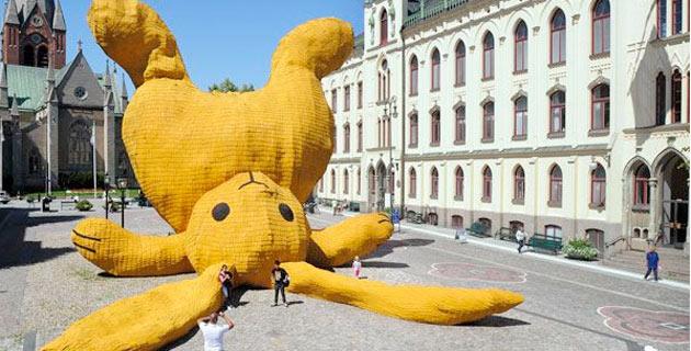 The Big Yellow Rabbit