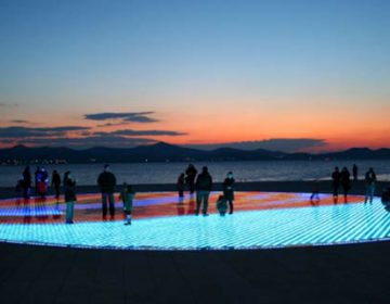 Greeting to the Sun | Interactive Light Installation
