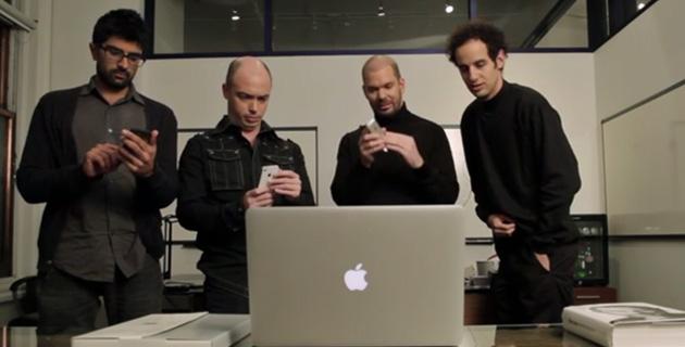 Apple fans watching a keynote | Vooza