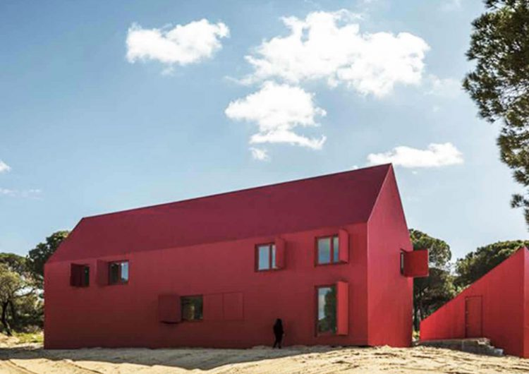 In Portugal Red House To Stand Out
