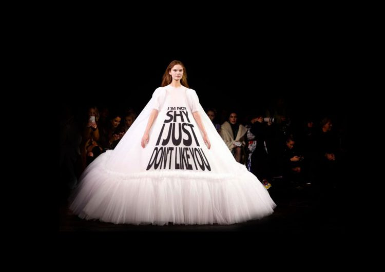 Paris Fashion Week 2019, between brides, acrobats and living memes